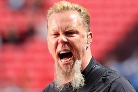 Solistul trupei Metallica, ţepuit de chelnerii moscoviţi