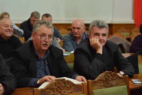 Din lumea serviciilor secrete. Bihoreanul Aurel Rogojan, general SRI în rezervă, a lansat la Oradea un volum de 'confesiuni' ale lui Iulian Vlad (FOTO)