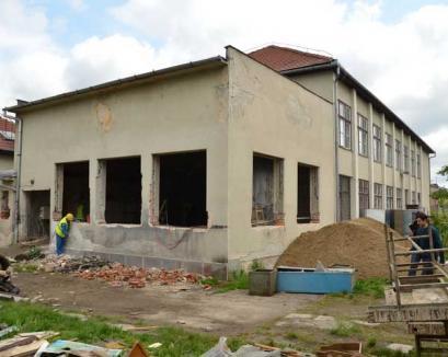 """Primăria a demarat lucrările de modernizare a Colegiului Tehnic """"Andrei Şaguna"""" (FOTO)"""