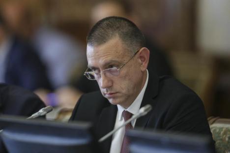 Rocadă la Guvern: Mihai Fifor preia portofoliul Apărării, Gheorghe Şimon ajunge la Ministerul Economiei