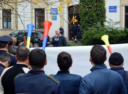 Ruşine să vă fie! Peste 500 de sindicalişti vor protesta joi în faţa Prefecturii împotriva trecerii contribuţiilor de la angajator la angajat