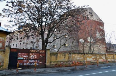 A început demolarea Morii Emilia (FOTO)