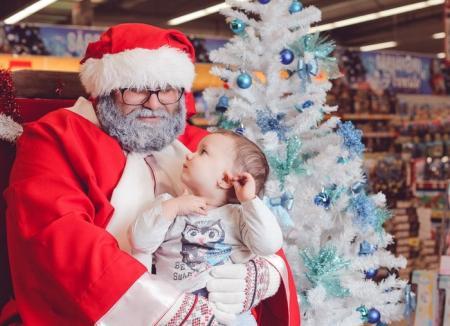 Toată lumea câştigă! Copiii orădeni îşi pot face poze cu Moş Crăciun, iar banii strânşi vor ajunge în orfelinate