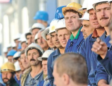 În 2010, românii vor munci mai mult pe aceiaşi bani
