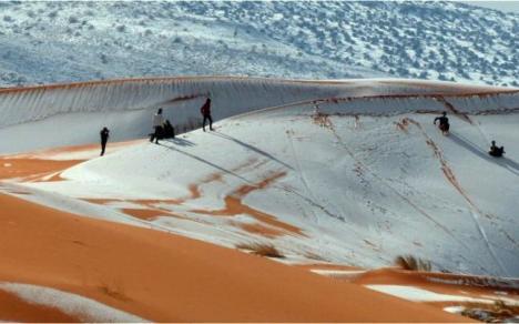 Nisipul, acoperit cu zăpadă: A nins în deşertul Sahara! (FOTO/VIDEO)