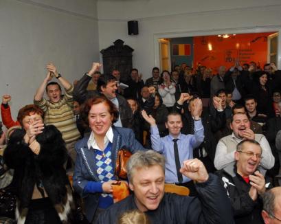 Siguri că au câştigat alegerile, pedeliştii sărbătoresc (FOTO)