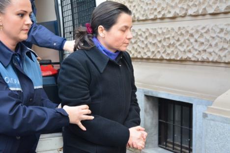 Universitara Adriana Pirte a ajuns în faţa judecătorilor: Parchetul Bihor a trimis-o în judecată pentru corupţie