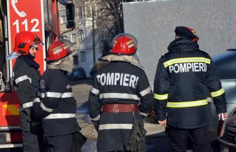 Fetiţă de 3 ani, blocată în maşină şi salvată de pompieri