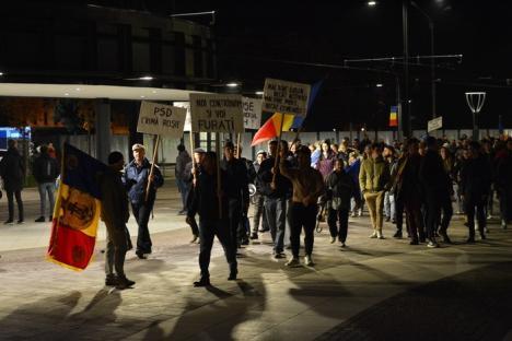 'Jos corupţia!'. Orădenii au ieşit din nou în stradă, pentru a mărşălui împotriva Guvernului (FOTO / VIDEO)