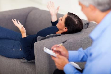 Sunt nebun dacă mă duc la psiholog?