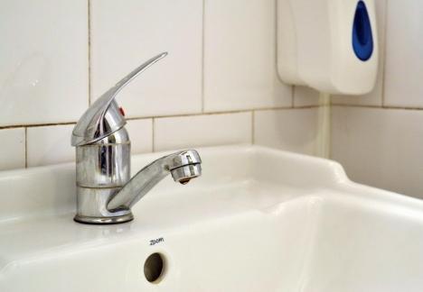 Atenție, se spală conductele! Orădenii de pe malul drept al Crișului rămân fără apă potabilă
