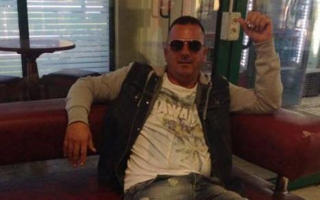 Bătăuşul de la ALDE: Consilier local filmat în timp ce loveşte cu bestialitate un tânăr (VIDEO)