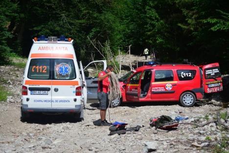 Fiţi atenţi pe munte! O turistă din Ungaria şi-a rupt piciorul lângă Barajul Leşu