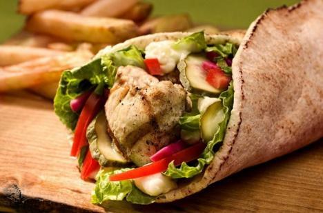 Şaorma şi kebab-ul ar putea fi interzise în Europa