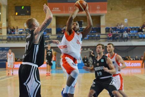 Barnette is back! CSM CSU Oradea s-a impus clar în meciul de la Timişoara