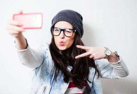 Tu ştii să-ţi faci selfie? În Oradea se vor ţine cursuri de fotografie cu telefonul mobil