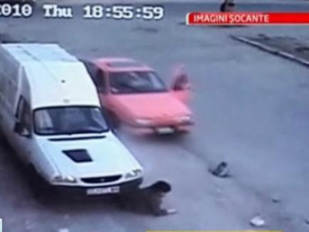 Şocant: un şofer a târât un copil sub maşină aproape 10 metri (VIDEO)