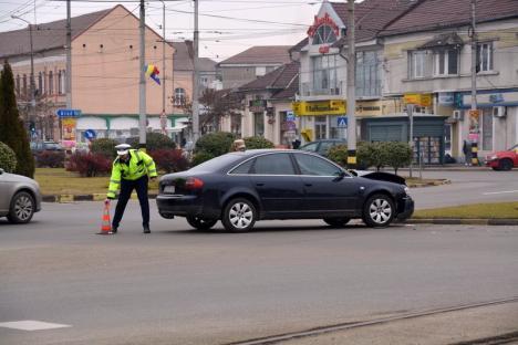 Audi vs. Opel, în Calea Aradului: Un şofer din Dolj a forţat intrarea în intersecţia cu Bulevardul Decebal (FOTO/VIDEO)