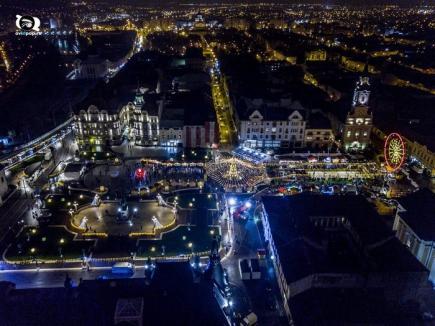 S-a deschis Târgul de Crăciun din Oradea! Piaţa Unirii, invadată de luminițe (FOTO / VIDEO)
