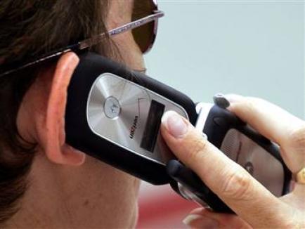 Un hoţ de telefoane mobile din Oradea îşi alege victimele pe Okazii.ro