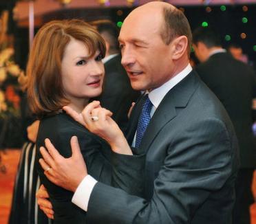 Soţii Băsescu, naşii micului Prinţ Carol Ferdinand