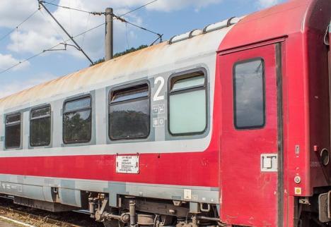 Un copil de 12 ani a murit electrocutat după ce a urcat pe un vagon într-o gară CFR