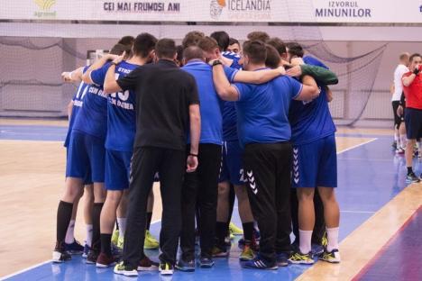 Handbaliştii de la CSM Oradea, cei mai buni: Au învins şi liderul CSU Constantin Brâncuşi Tg. Jiu! (FOTO)