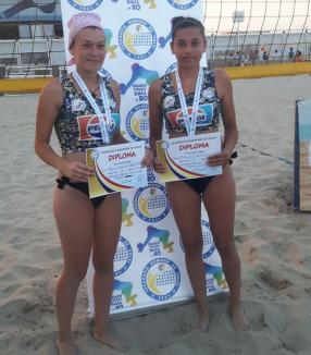Întrecerile de juniori ale Campionatului Naţional de Volei pe plajă de la Mamaia au fost dominate de sportivii orădeni!