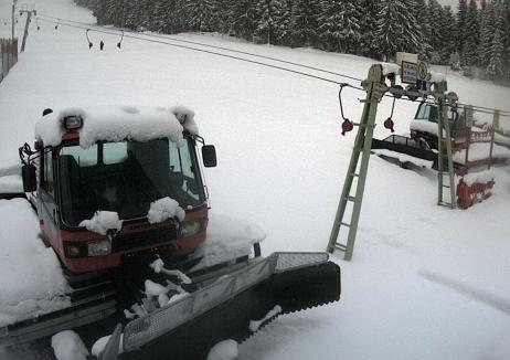 Zăpadă la final de aprilie: La Stâna de Vale şi Vârtop, stratul de nea este de aproape 30 de centimetri