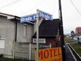 Numere bilingve: Primăria Oşorhei botează străzile cu numere, ca să nu bage zâzanie între români şi unguri (FOTO)