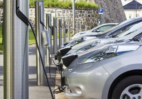 Maşini cu priză: Deşi în judeţ nu există încă nicio staţie de alimentare, bihorenii sunt tot mai interesaţi de autoturismele electrice