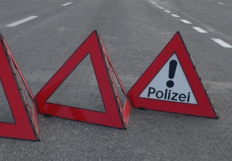 Şofer în arest: a buşit o maşină, rănind o femeie, şi a fugit de la locul accidentului