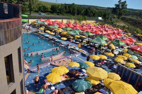 Lege înecată: Majoritatea piscinelor din Bihor au doar puncte de prim-ajutor, nu şi salvamari