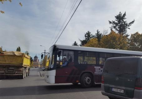 O parte dintre protestatarii de la OTL par să cedeze. Primele trei autobuze au ieşit pe traseu!