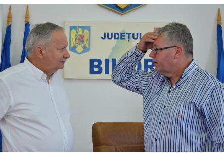 Şedinţa Consiliului Judeţean nu s-a putut ţine pentru că PNL-iştii şi un PSD-ist au lipsit. Pásztor avertizează că judeţul ar putea rata fonduri europene (FOTO)