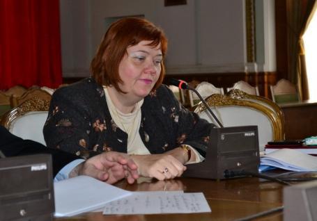 Adio, Tünde! Tünde Benyovszki, directoarea cu probleme la avere, şi-a dat demisia din Primăria Oradea