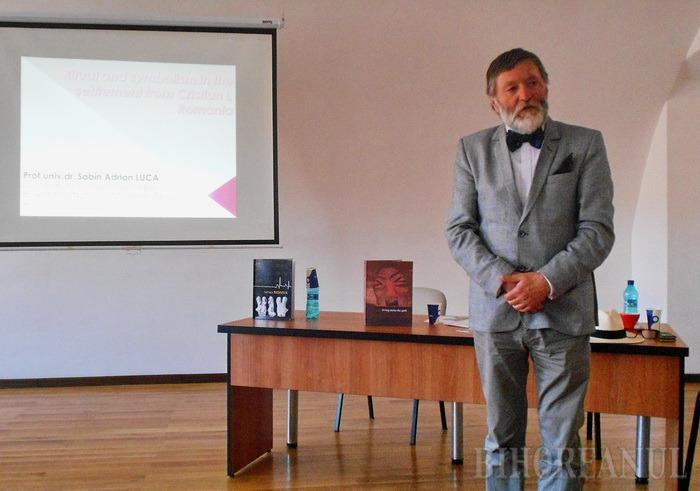 Directorul Muzeului Brukenthal din Sibiu şi-a lansat cele mai noi cărţi la Oradea (FOTO)