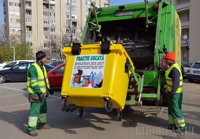 RECICLAREA ESTE GRATIS. Pentru a încuraja orădenii să colecteze selectiv deşeurile, RER Ecologic Service le-a pus la dispoziţie, gratuit, containere şi saci galbeni, colectând şi transportând reciclabilele tot gratis