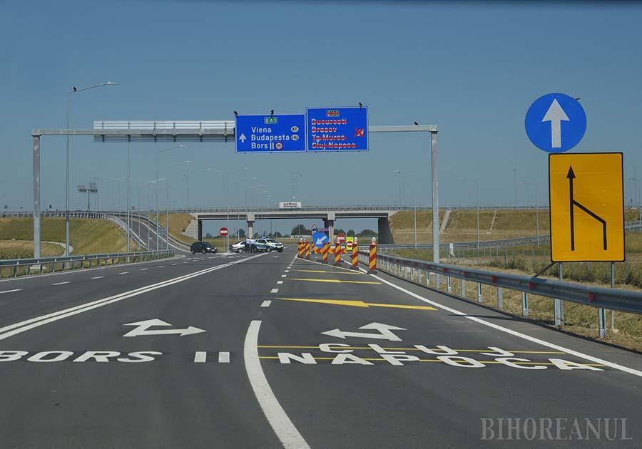 UNA CALDĂ, ALTA RECE. Inaugurat pe 4 septembrie, împreună cu noul punct vamal Borș II, ciotul de autostradă A3 Biharia-Borș degrevează vechea rută de transport spre Ungaria, făcând joncțiunea cu autostrăzile maghiare M4 și M3 și deschizând astfel bihorenilor calea spre Europa. Spre România, deocamdată, autostrăzile se află doar în proiect sau în diverse faze de execuție, astfel că destinațiile de pe indicatoarele rutiere vor mai rămâne câțiva ani tăiate, ca în imagine