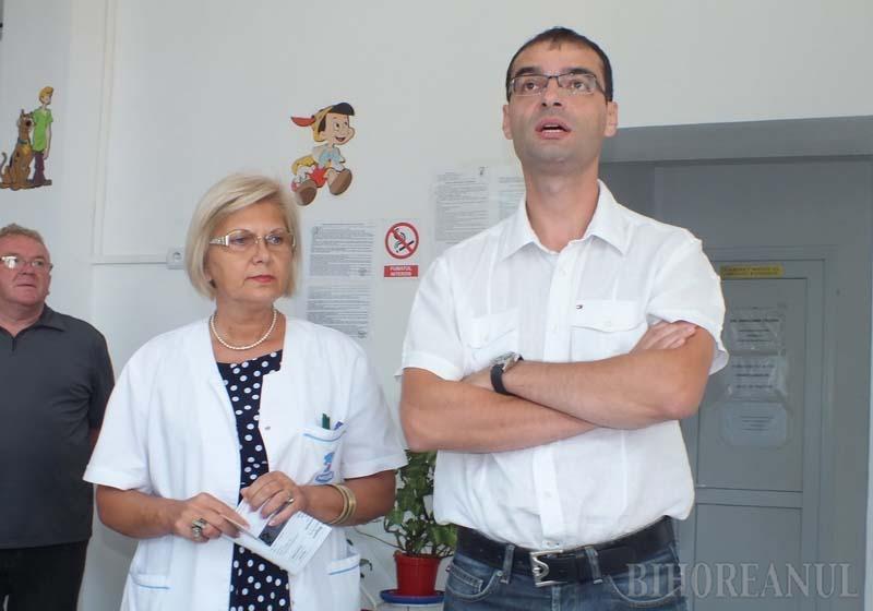 """CARE PE CARE! Ambii foşti directori ai spitalului, Marilena Crişan (stânga) şi Ovidiu Laurean Pop (dreapta) au intrat în colimatorul actualului şef, Dacian Foncea, pentru nereguli incompatibile nu doar cu jurământul lui Hipocrat, ci şi cu legea, fapt pentru care managerul a anunţat că îi va denunţa şi procurorilor. Amândoi au contestat concedierea, susţinând că Foncea i-a """"prigonit"""" din motive personale şi că acesta nu face cinste funcţiei pe care o ocupă"""