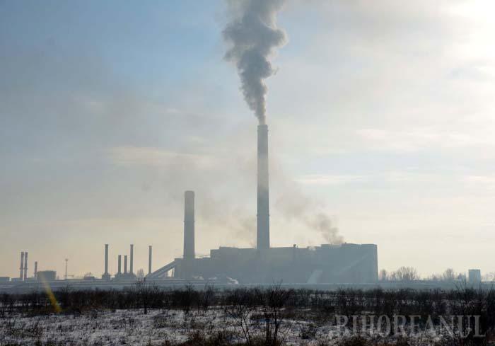 PROBLEMĂ VECHE. Una dintre cele mai mari probleme de mediu ale Bihorului este centrala de termoficare din Oradea, care umple oraşul cu cenuşă rezultată din arderea cărbunelui. Nu pentru mult timp, însă, căci vechea instalaţie va fi înlocuită cu una pe gaz, foarte puţin poluantă