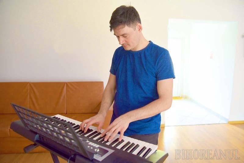 """Spălătorul de vase: Povestea orădeanului care a impresionat o țară întreagă cântând operă la """"Românii au talent (FOTO / VIDEO)"""
