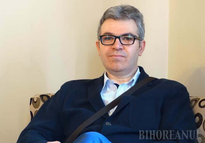 """TOT PE LOC. Judecătorul Ovidiu Galea (foto) mai are de aşteptat până să-şi poată îmbrăca din nou roba. El mai este judecat la Curtea de Apel Timişoara pentru fals în declaraţii, în """"dosarul poliţiştilor corupţi"""", fiindcă între 2008-2016 nu şi-a declarat apartenenţa la Masonerie, la fel ca fostul şef al Poliţiei Bihor, Liviu Popa"""