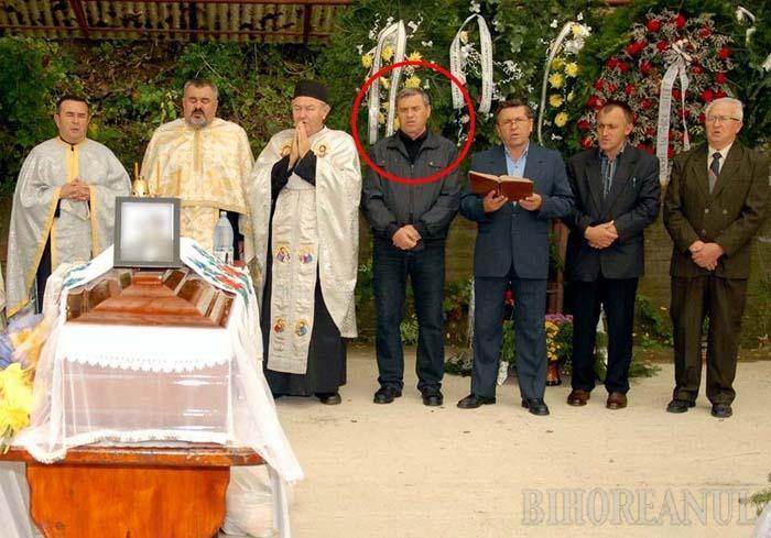 LA SERVICIU BA, LA SLUJBĂ DA. Deşi în acte era grav bolnav, maistrul Petru Maliţa (medalion) şi-a făcut conştiincios slujba de cantor la biserica ortodoxă din Aştileu, prestând regulat la liturghii, nunţi, botezuri şi înmormântări. Minune...