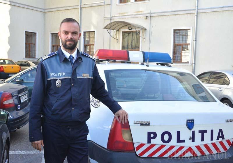 Poliţistul de pe Facebook: Cine este poliţistul care anunţă pe internet locul din care îi vânează pe vitezomani