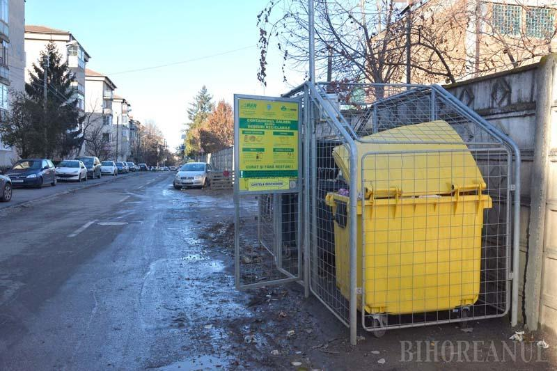 Ne enervează: țarcurile de gunoi cu ușile mereu deschise