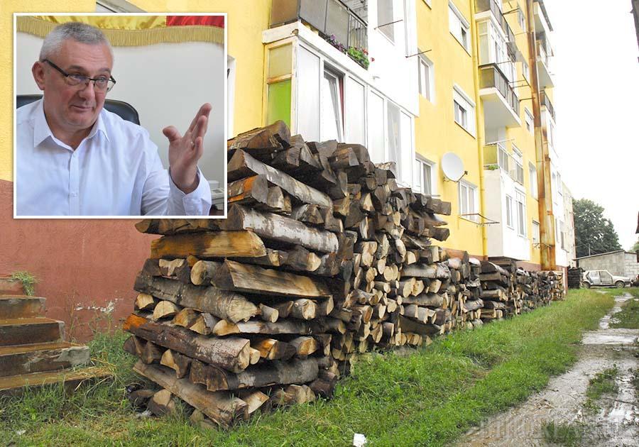 """FĂRĂ CAZNE! Dacă proiectul depus pentru înfiinţarea unei reţele de gaz în Aleşd şi în trei comune apropiate va fi aprobat, locatarii blocurilor din oraş vor scăpa de corvoada de a cumpăra, crăpa, stivui şi căra lemne în apartamente. """"În aprilie aflăm dacă proiectul va fi acceptat. Noi suntem optimişti"""", spune primarul Ioan Todoca (foto)"""