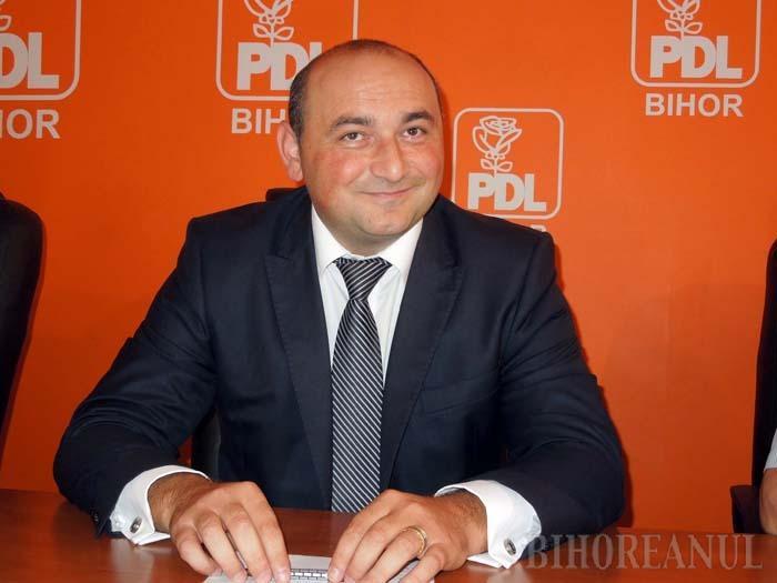 """LĂUDAT FIE DOMNUL! Ales deputat PNL în 2008 şi convertit la PDL în 2012, Nicolae Jolţa (foto) va fi şef peste ARR Bihor, ca om de încredere al PSD. Încurcate sunt căile domnului Ioan Mang, cel căruia fostul """"democrat"""" şi """"liberal"""" îi datorează noua funcţie, la schimb cu voturile coreligionarilor penticostali, fireşte..."""
