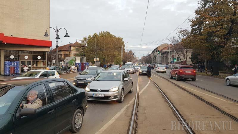 Oradea, blocată! Şantierele numeroase provoacă ambuteiaje fără precedent (FOTO / VIDEO)