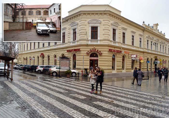 FAŢA FRUMOASĂ. Reabilitată pentru 559.000 lei, clădirea Episcopiei Ortodoxe din strada Repubicii 13 este reprezentativă pentru felul cum se spoiesc palatele din centrul istoric. Dacă faţada dinspre stradă a fost refăcută astfel încât ia ochii turiştilor, curtea interioară a rămas un gang insalubru. La fel ca majoritatea clădirilor de pe Corso...